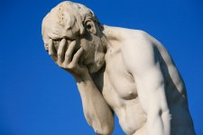 Paris_Tuileries_Garden_Facepalm_statue-1.jpg