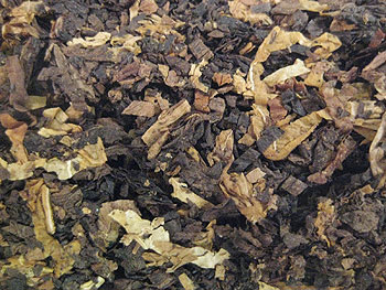 Borkum Riff Black Cavendish Tobacco Close-Up