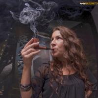 camae-smokes-a-savinelli-spring-626-smooth-billiard-04.jpg