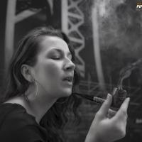camae-smokes-a-savinelli-spring-626-smooth-billiard-10.jpg