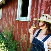 chelsea-smokes-a-corn-cob-pipe-03.jpg