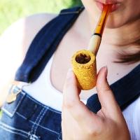 chelsea-smokes-a-corn-cob-pipe-09.jpg