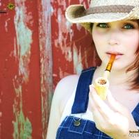 chelsea-smokes-a-corn-cob-pipe-13.jpg