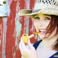 chelsea-smokes-a-corn-cob-pipe-15.jpg