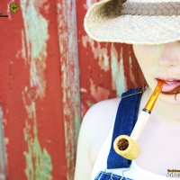 chelsea-smokes-a-corn-cob-pipe-17.jpg