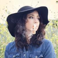 gina-roode-smoking-corn-cob-pipe-02.jpg