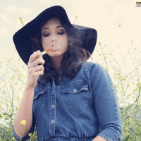 gina-roode-smoking-corn-cob-pipe-05.jpg