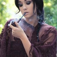 gina-roode-smoking-a-pipe-12.jpg