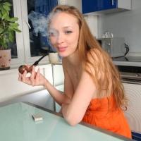 jane-smokes-a-luciano-bent-apple-24.jpg