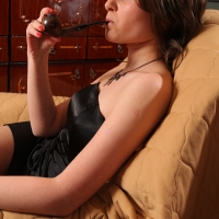 pipe-babe-julia-smoking-05.jpg