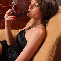 pipe-babe-julia-smoking-08.jpg