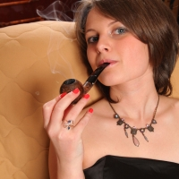 pipe-babe-julia-smoking-14.jpg