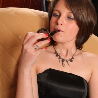 pipe-babe-julia-smoking-17.jpg