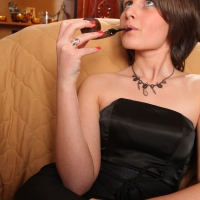 pipe-babe-julia-smoking-21.jpg