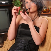 pipe-babe-julia-smoking-23.jpg