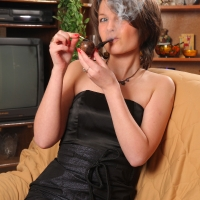 pipe-babe-julia-smoking-24.jpg