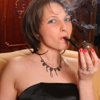 pipe-babe-julia-smoking-26.jpg