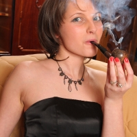 pipe-babe-julia-smoking-27.jpg