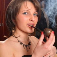 pipe-babe-julia-smoking-30.jpg