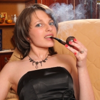 pipe-babe-julia-smoking-39.jpg