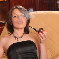pipe-babe-julia-smoking-50.jpg