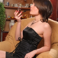 pipe-babe-julia-smoking-59.jpg