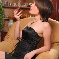 pipe-babe-julia-smoking-60.jpg