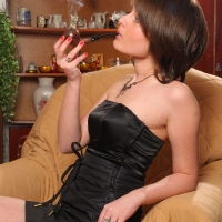 pipe-babe-julia-smoking-61.jpg