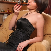 pipe-babe-julia-smoking-62.jpg