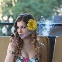 pipe-babe-montana-smoking-comoy-blue-riband-06.jpg
