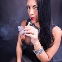 vanessa-smoking-acorn-pipe-03.jpg