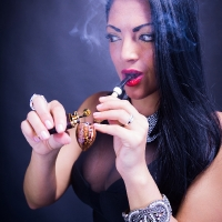 vanessa-smoking-acorn-pipe-05.jpg