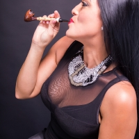 vanessa-smoking-acorn-pipe-07.jpg