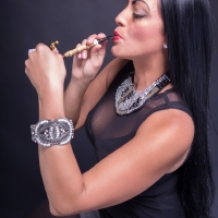 vanessa-smoking-acorn-pipe-08.jpg