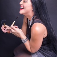 vanessa-smoking-acorn-pipe-09.jpg