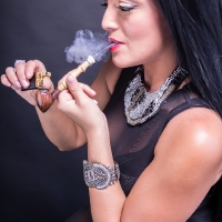 vanessa-smoking-acorn-pipe-10.jpg