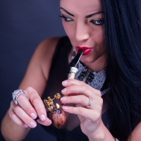 vanessa-smoking-acorn-pipe-12.jpg