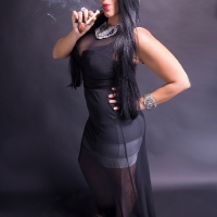 vanessa-smoking-acorn-pipe-15.jpg
