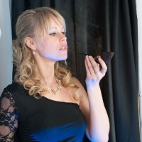 blonde-babe-violet-03.jpg