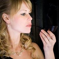 blonde-babe-violet-06.jpg